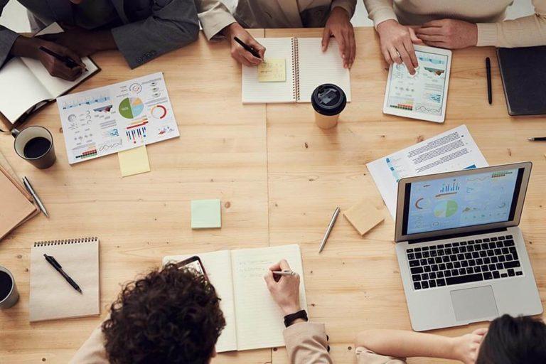 Cechy dobrego sprzedawcy - 10 najważniejszych